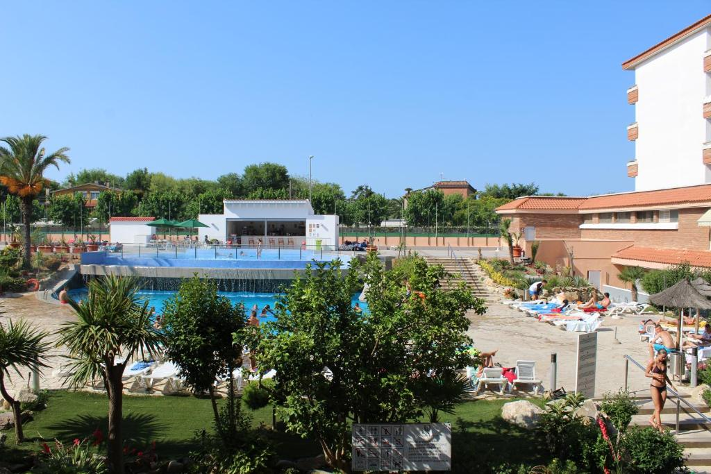 A view of the pool at Hotel Esplendid or nearby