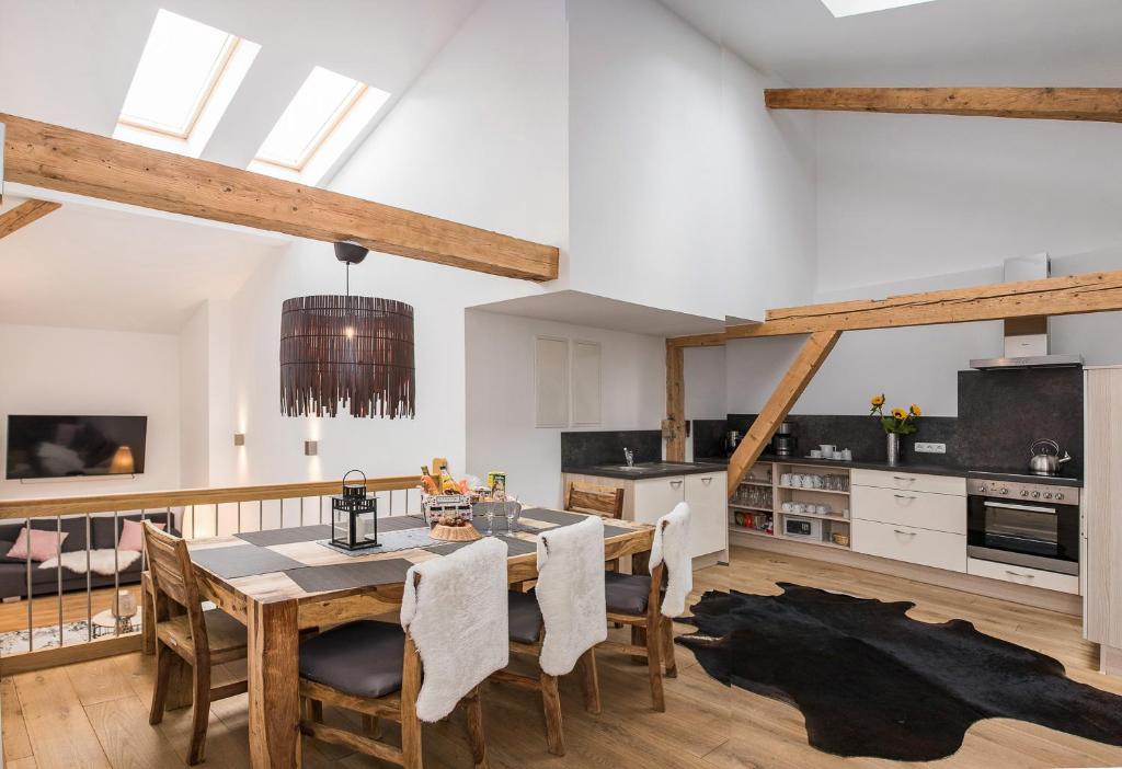Ein Restaurant oder anderes Speiselokal in der Unterkunft Wendelstein Lodge