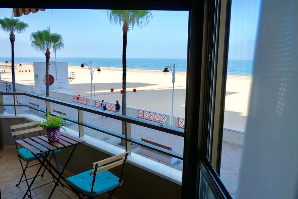 Apartment Victoria Beach Sunset Lounge, Cádiz, Spain ...