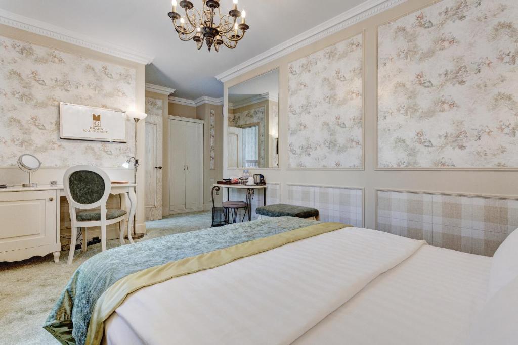 Кровать или кровати в номере Града Бутик Отель