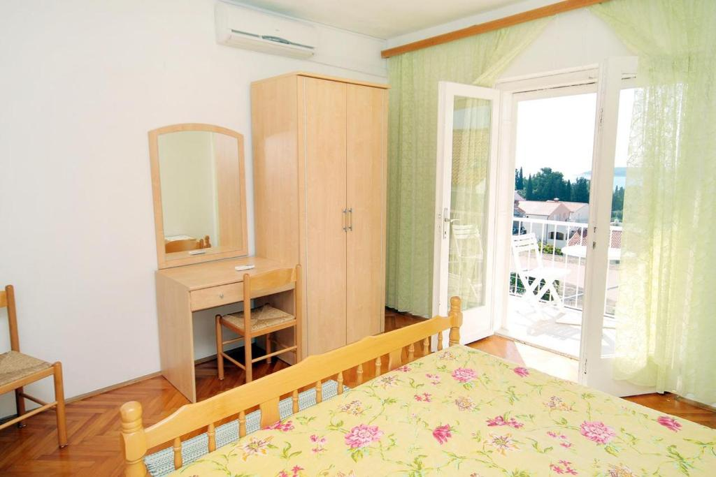 A bed or beds in a room at Apartment Hvar 115b