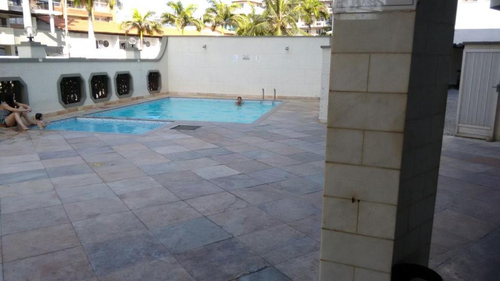 Het zwembad bij of vlak bij Apartamento em Cabo Frio !praia do Forte