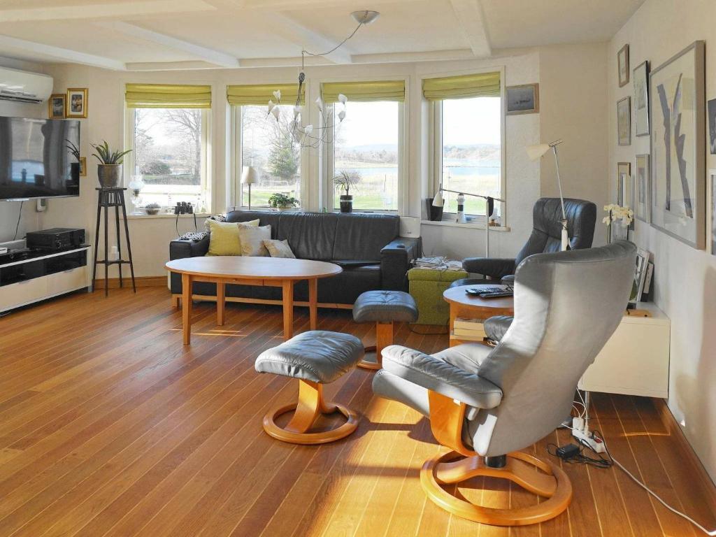Havsnra ljust hus med stor trdgrd. - Houses for - Airbnb