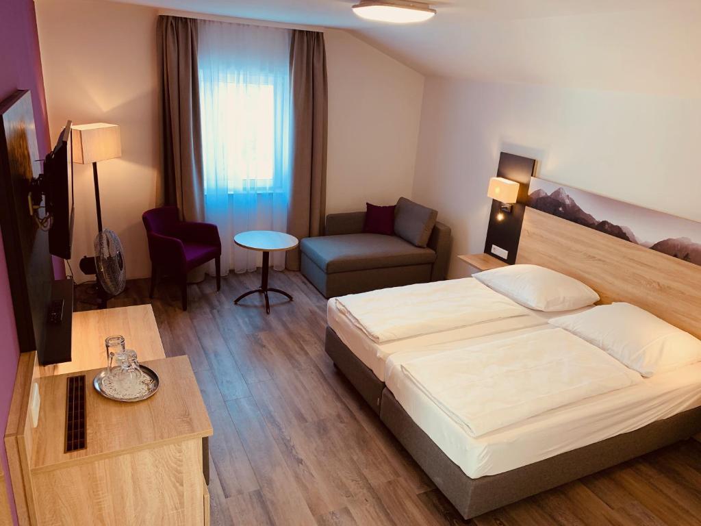 Ein Bett oder Betten in einem Zimmer der Unterkunft Pension Lindenhof