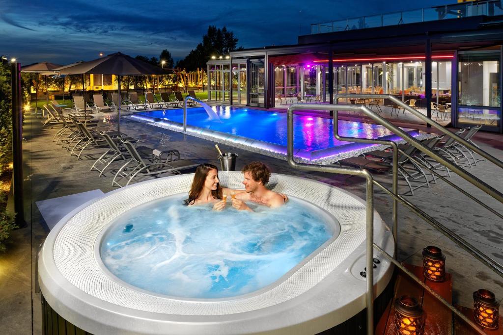 Bazén v ubytování Hotel Aura Design & Garden Pool nebo v jeho okolí
