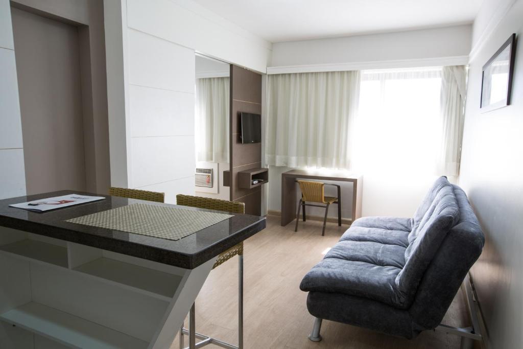 Uma área de estar em Flat Itaim Suites São Paulo