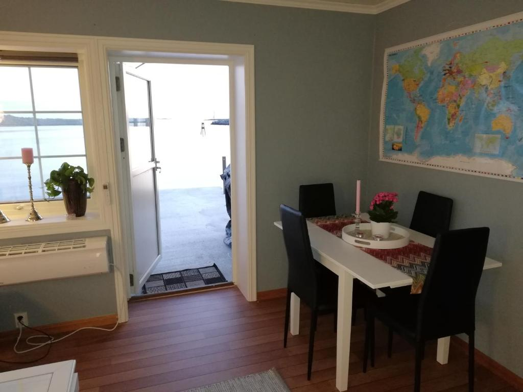 هتل Seaview apartment Karmøy