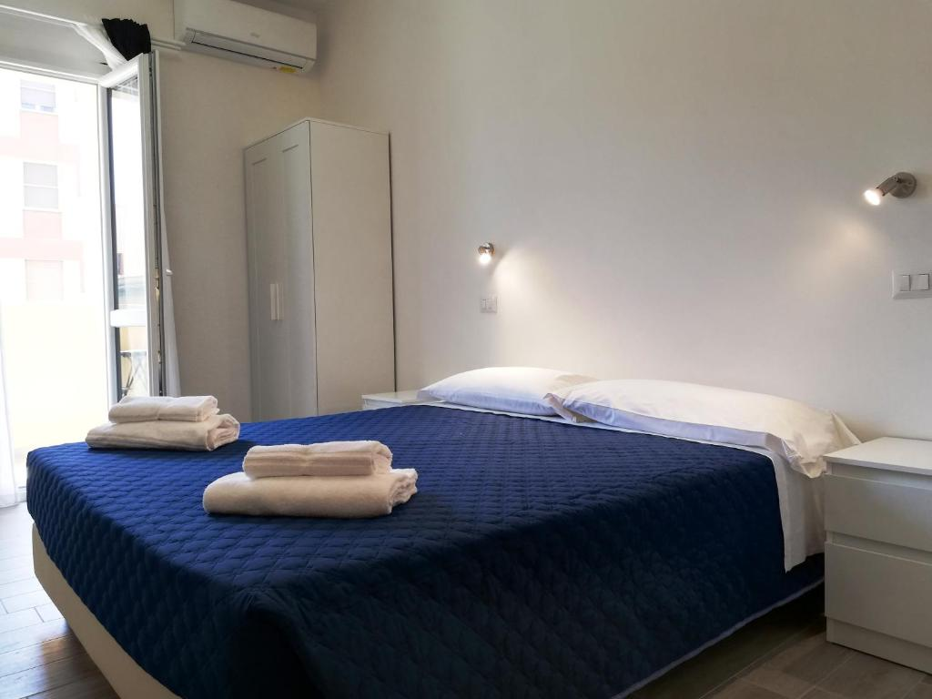 A bed or beds in a room at DOMO ALGHERO CENTRO