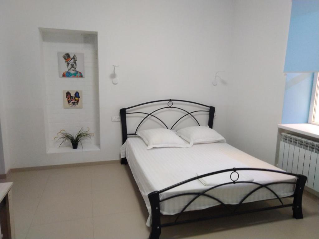 A bed or beds in a room at Goodnight House