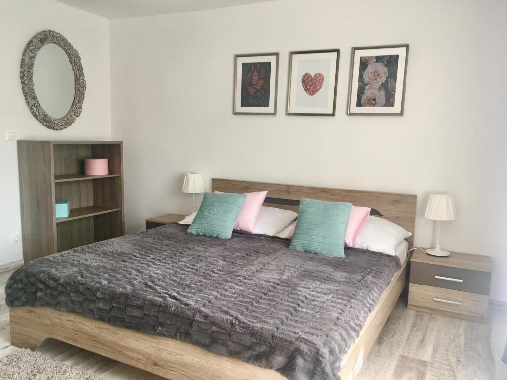 Posteľ alebo postele v izbe v ubytovaní Rákóczi12 Vendégház