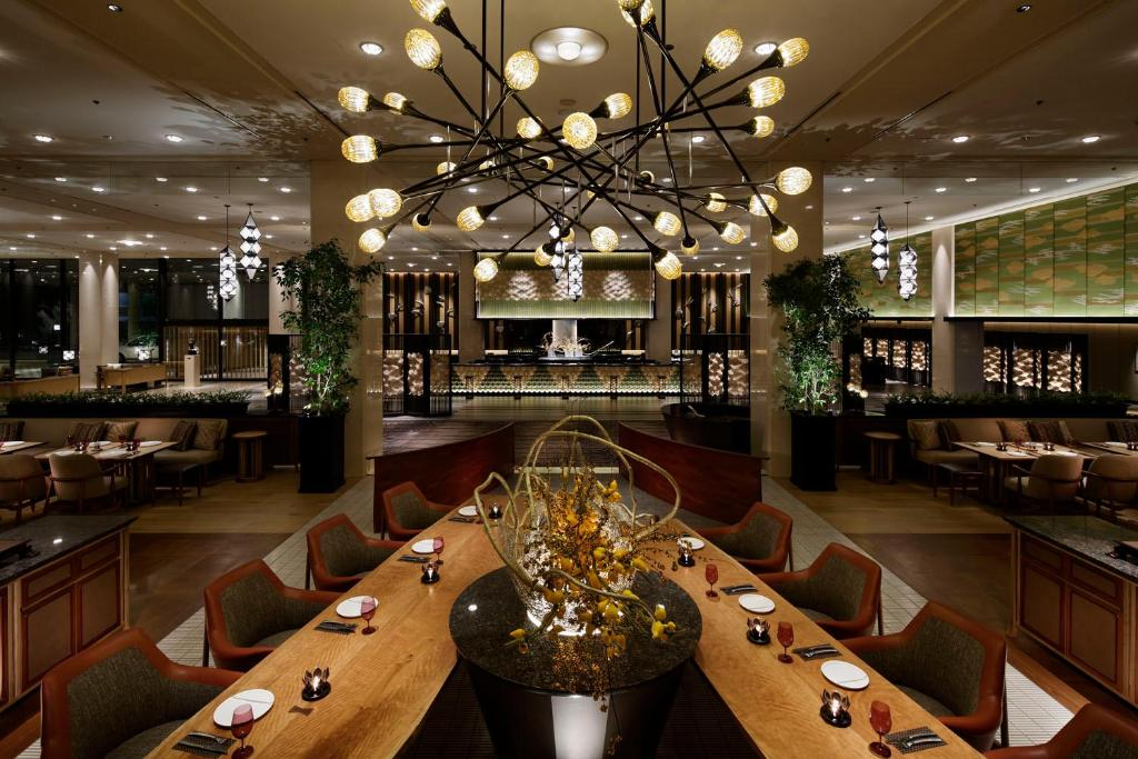 A restaurant or other place to eat at Grand Prince Hotel New Takanawa