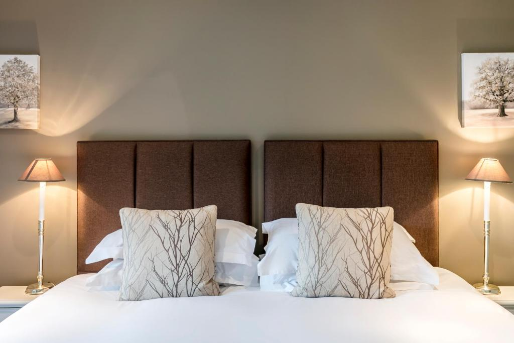 A bed or beds in a room at Carus Green Golf Club Townhouse