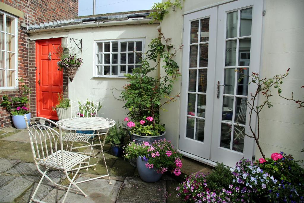 A porch or other outdoor area at 20A St Hilda's