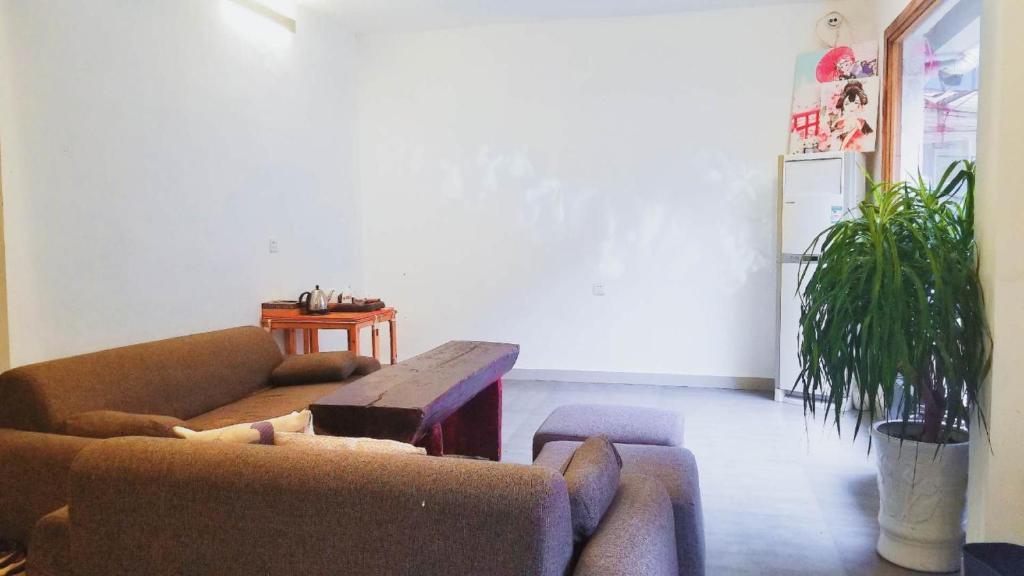 12 Rooms Inn