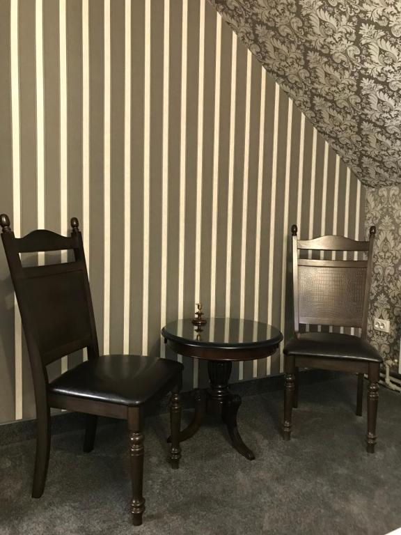 A seating area at Guest House Aviator