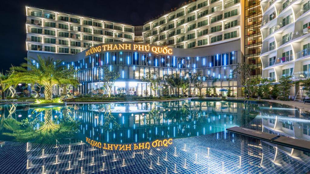 Бассейн в Muong Thanh Luxury Phu Quoc Hotel или поблизости