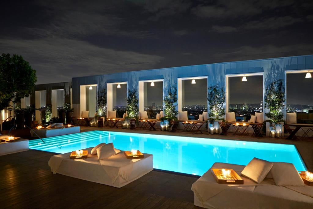 A piscina localizada em Mondrian Los Angeles in West Hollywood ou nos arredores