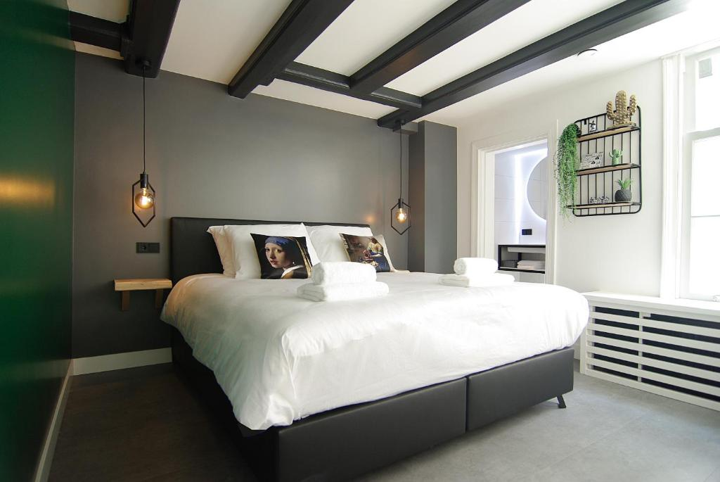 A bed or beds in a room at JOZ, historic suites in centre of Amsterdam