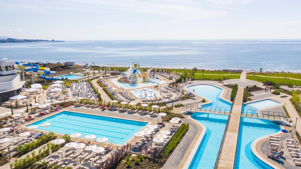 Вид на бассейн в Wave Resort - Ultra All Inclusive или окрестностях