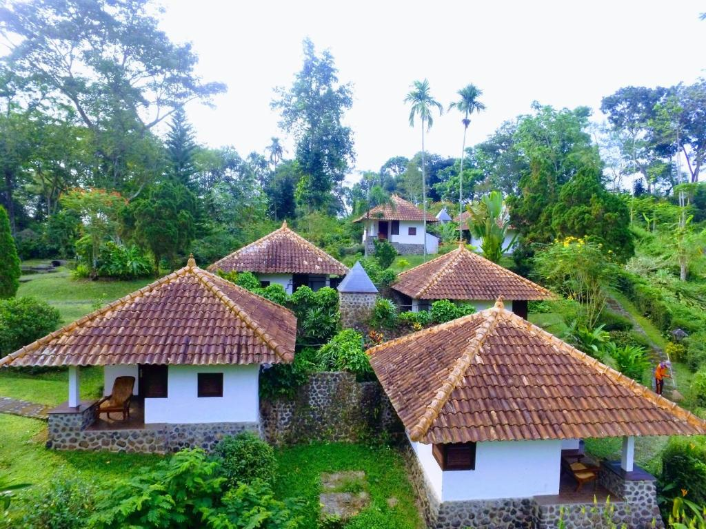 PPLH Se Iman Bungalow Jatijejer Indonesia Booking