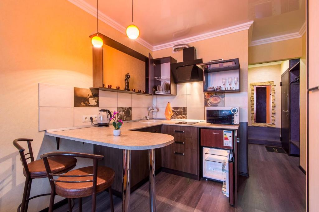 A kitchen or kitchenette at Apartment on Selezneva 4/13