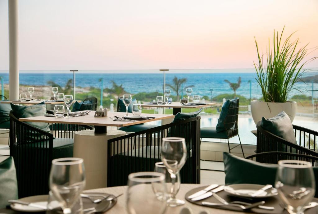 Restoran või mõni muu söögikoht majutusasutuses NissiBlu Beach Resort