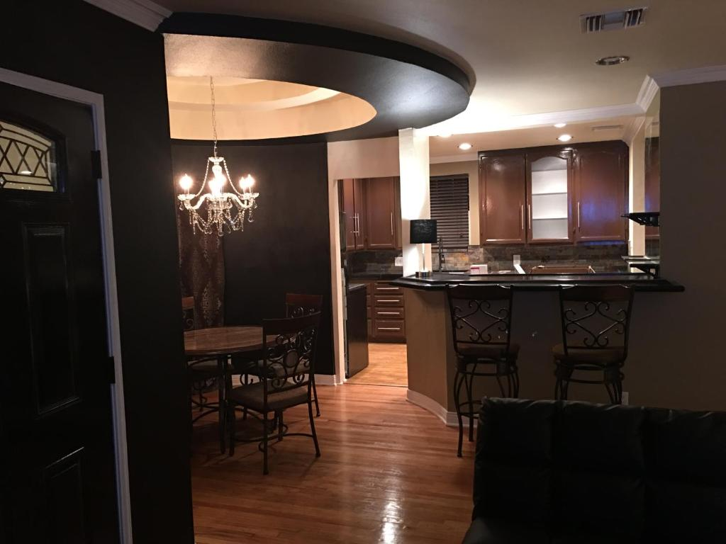 A kitchen or kitchenette at Los Angeles Luxury by Universal Studios Hollywood!