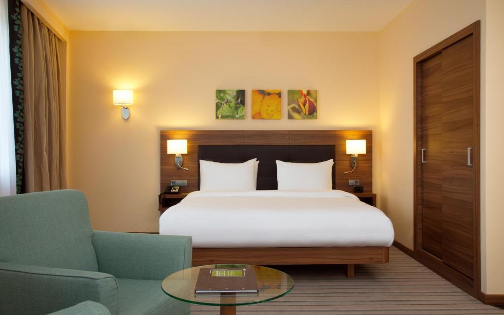 Кровать или кровати в номере Hilton Garden Inn Ufa Riverside