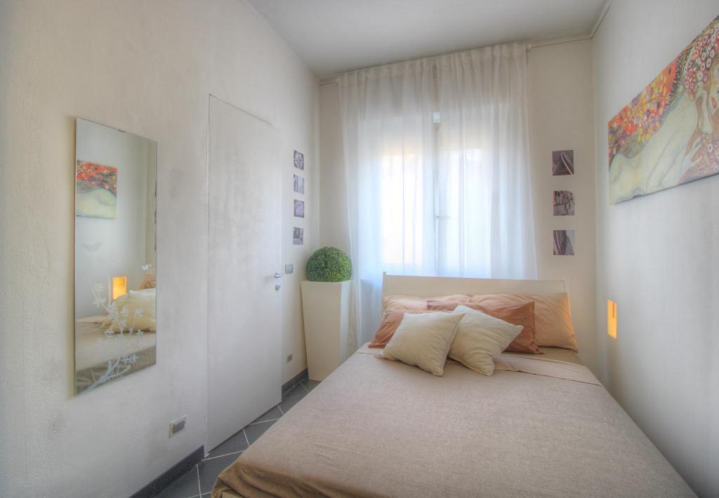 Guesthouse A Casa Di Ara Milan Italy Booking Com
