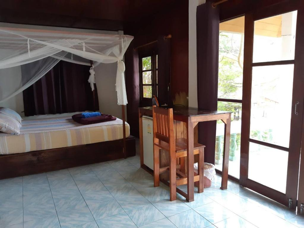 A bed or beds in a room at Tao Thong Villa 1