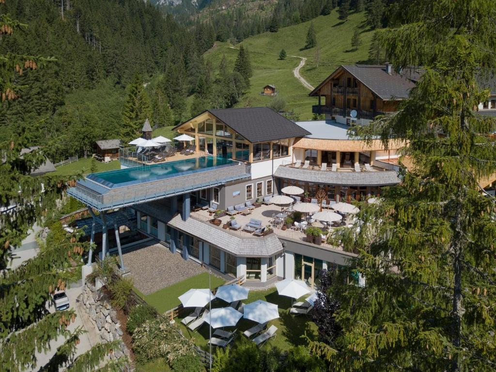 Blick auf Almwellness-Resort Tuffbad aus der Vogelperspektive
