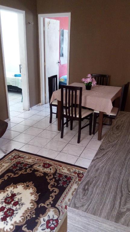 A seating area at Apartamento Completo