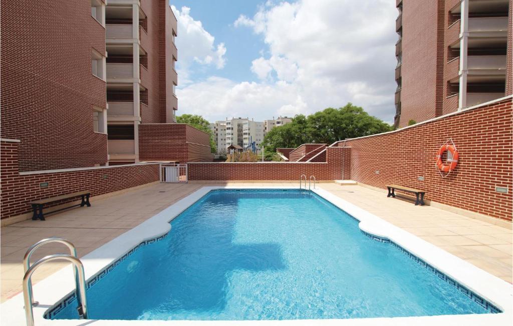 Piscina de la sau aproape de Four-Bedroom Apartment in Alicante