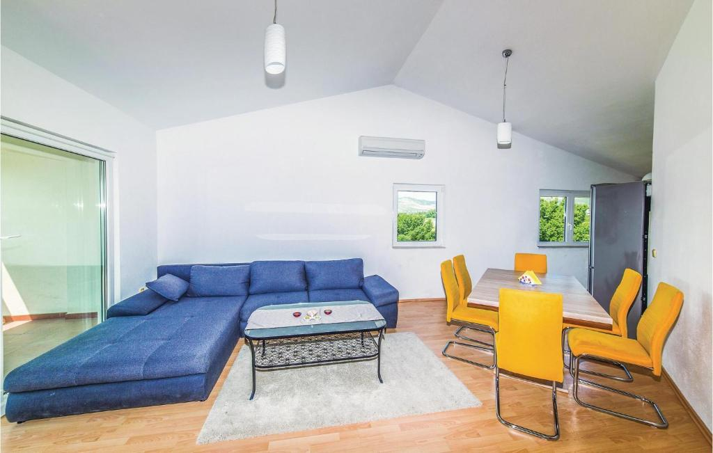 A seating area at Three-Bedroom Apartment in Kastel Stafilic