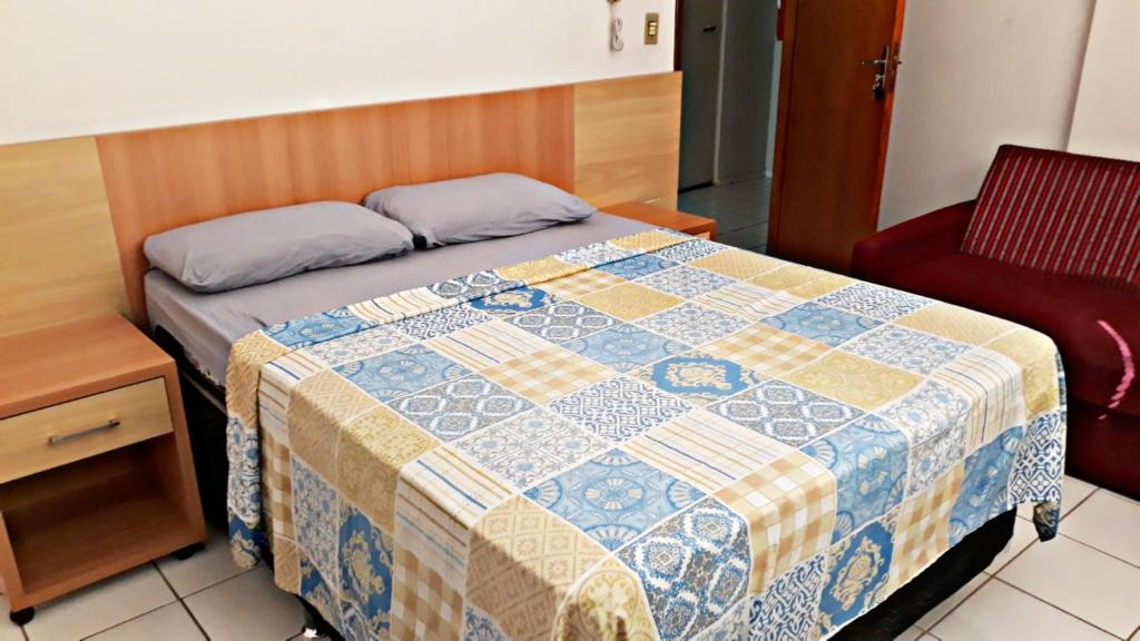 A bed or beds in a room at Apartamento Acquaville Caldas Novas