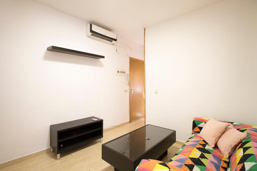 A seating area at 1 Bedroom Apartment with Air Conditioner