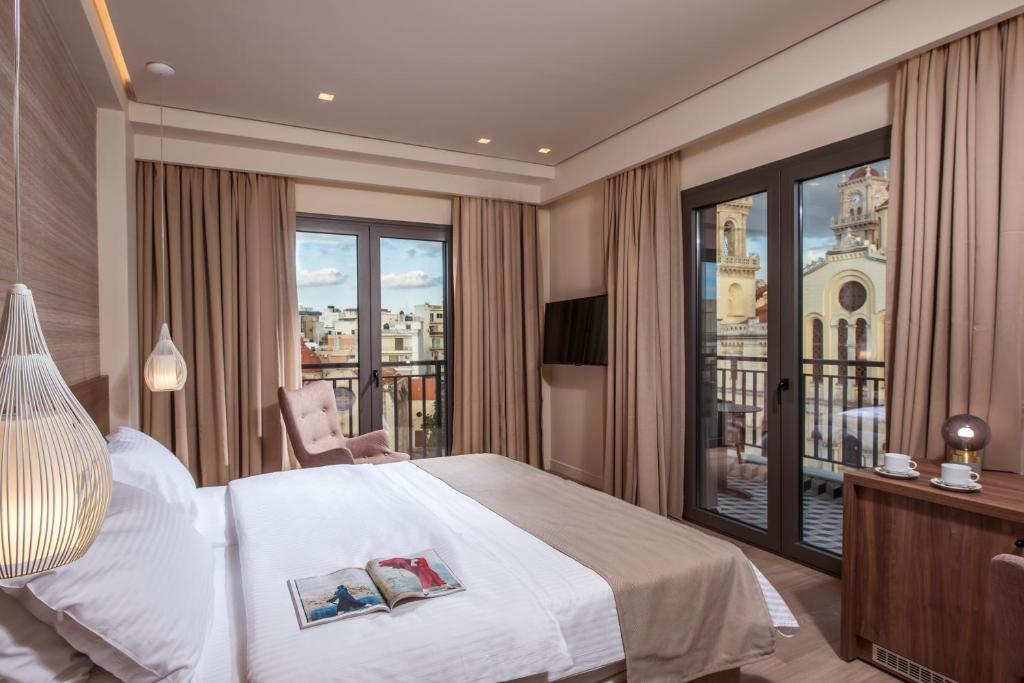 Łóżko lub łóżka w pokoju w obiekcie Metropole Urban Hotel