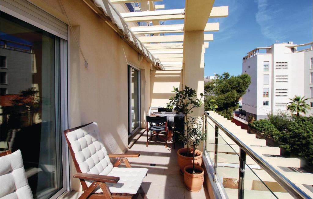 Un balcón o terraza de Two-Bedroom Apartment in El Campello
