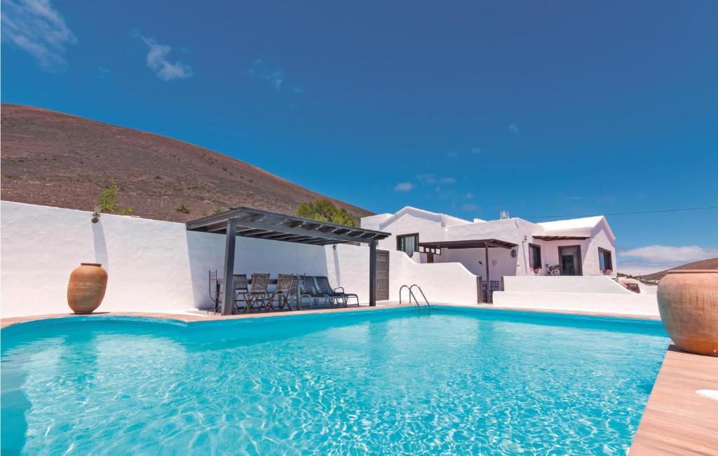 The swimming pool at or near Holiday home Camino la Caldereta I-672