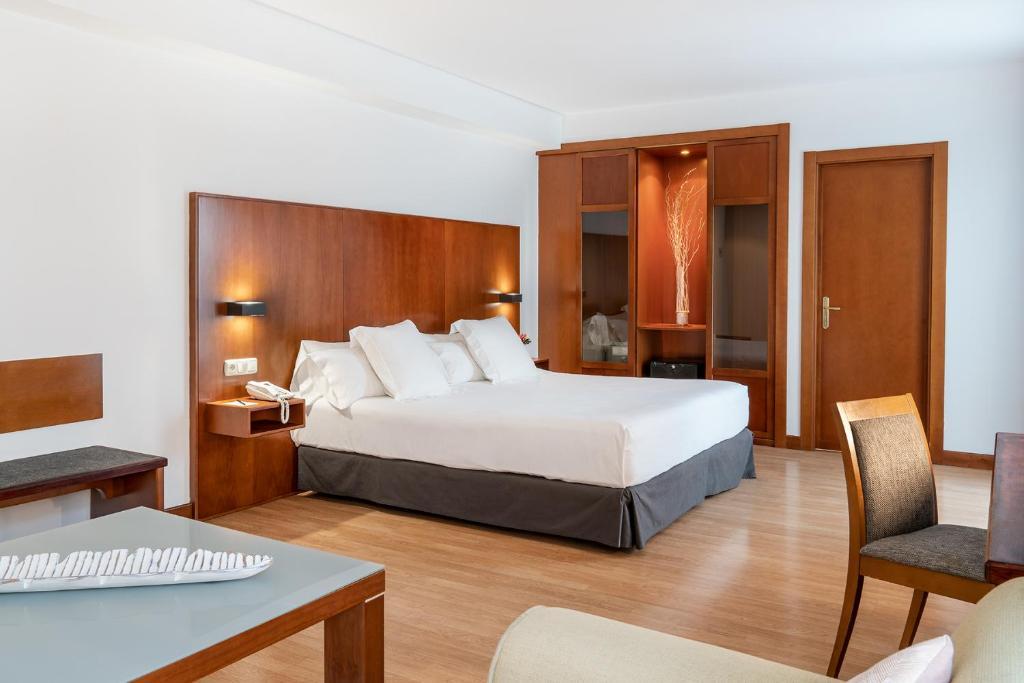 Кровать или кровати в номере Vincci Ciudad de Salamanca