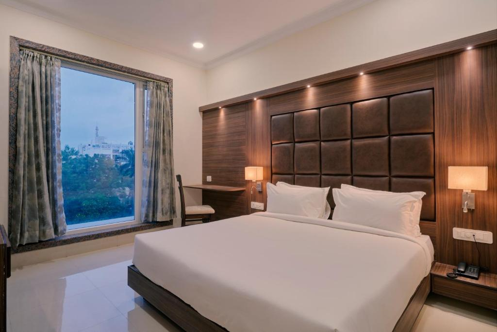 A bed or beds in a room at Hotel Gyangarh