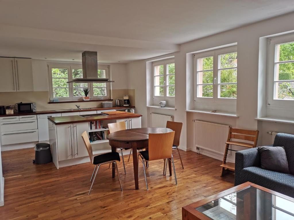 A kitchen or kitchenette at Beautiful House in Zehlendorf