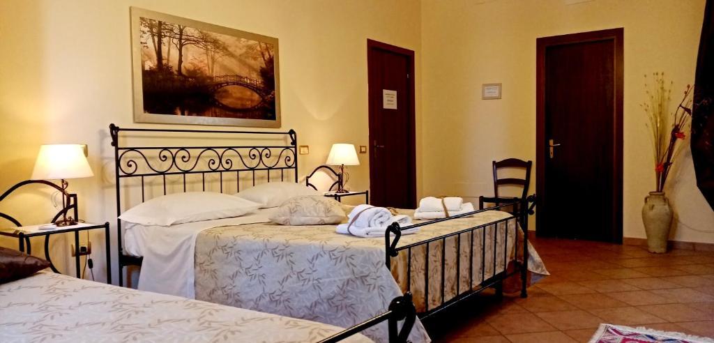 Ein Bett oder Betten in einem Zimmer der Unterkunft B&B Villa Adriano