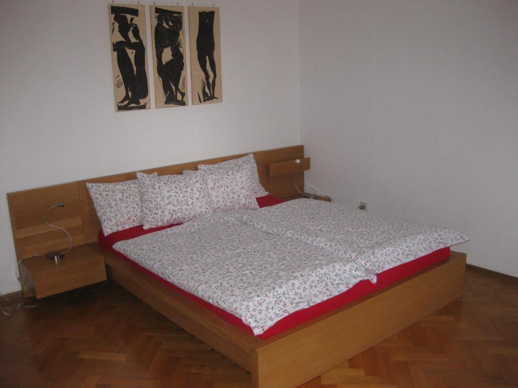A bed or beds in a room at Appartement St. Leonhard