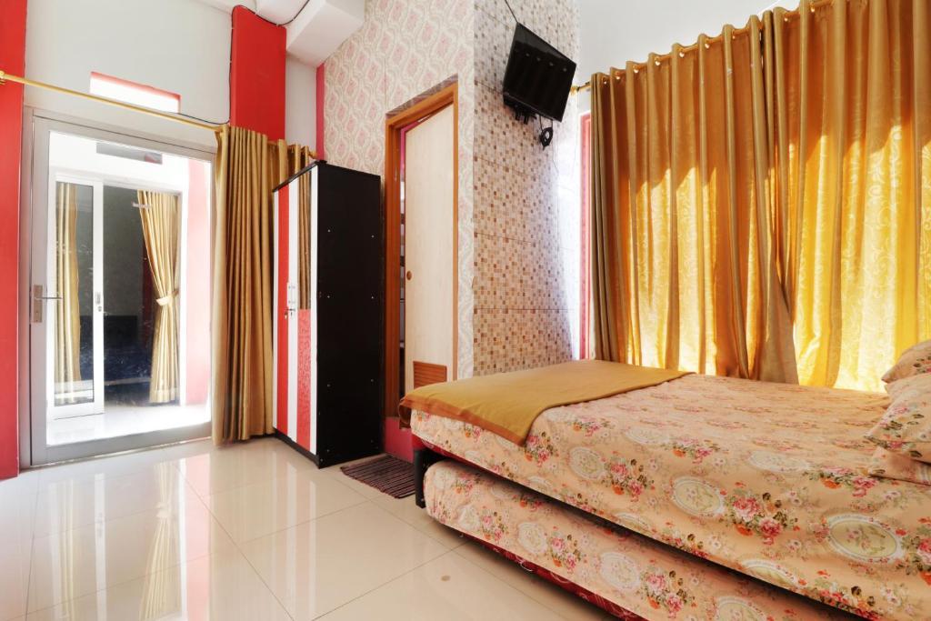Tempat tidur dalam kamar di Homestay Setiabudi