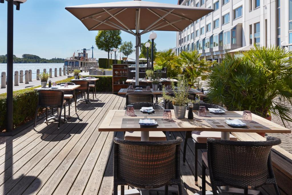 A restaurant or other place to eat at Hilton Vienna Danube Waterfront
