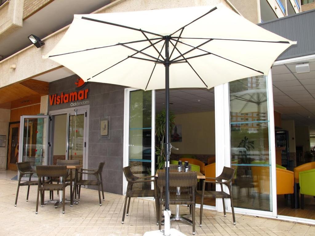 Een restaurant of ander eetgelegenheid bij Apartamentos Vistamar