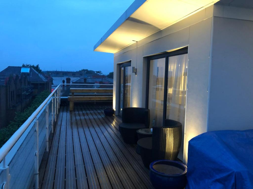 A balcony or terrace at Huge Penthouse 2 bed, 2 bathroom apartment / 5 mins to Gatwick Airport