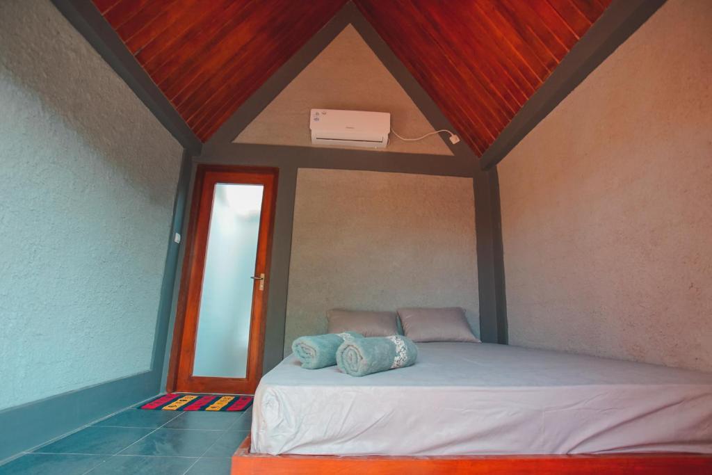 Tempat tidur dalam kamar di E2 GUEST HOUSE