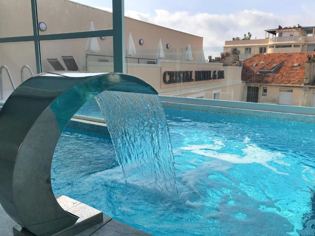 The swimming pool at or close to Cristal Hôtel & Spa